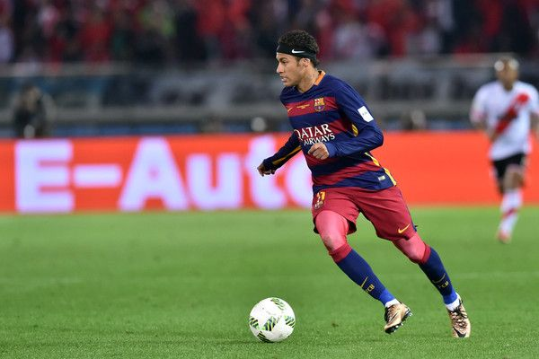 Neymar of FC Barcelona runs with the ball during the final match between River Plate and FC Barcelona at International Stadium Yokohama on December 20, 2015 in Yokohama, Japan.