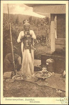 indonesia-BALI-Bratan-Temple-Ceremony-Siva-Priest-20s