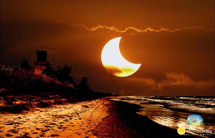 State guardando l'#eclissi di #sole? godetevela dalla spiaggia di #pineto #abruzzo oppure in diretta streaming su https://www.youtube.com/watch?v=d2N7pFqMJRs www.pinetovacanza.it
