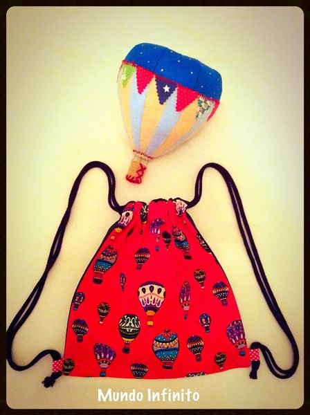 Pack globo y Mochila roja de Mundo Infinito #vintage #hotairballoon #luftballon #globo #aerostatico #regalo #molon #niño #babyshower #newborn #cumpleaños #fiesta #escaparate