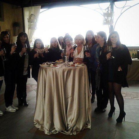 Brindisi all' Antica Fattoria Paterno per il seminario per wedding planner... pranzo quasi finito e riprendiamo con le lezioni!  #instaitaly_photo #instaitalia #instaitaly #italy #igerstoscana #rinaldelli #fascinator #cappelli #hat #matrimonio #tuscany #modaestate #estate #veletta #bride #panama #sposa #tulle #agriturismo #tosacana #seminario #womenfashion #country #igers #igersoftheday #moda #ragazza #wedding