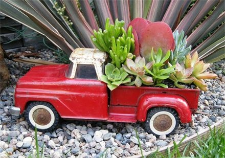 red tonka pick up truck...Awesome! @Leslie Cruger: Gardens Ideas, Pickup Trucks, Trucks Planters, Toys Trucks, Cute Ideas, Plants, Succulent Garden, Toy Trucks, Succulent Planters