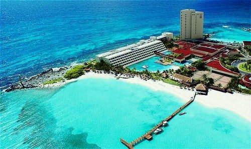 es una ciudad en el sureste de México , ubicado en la costa noreste de la Península de Yucatán