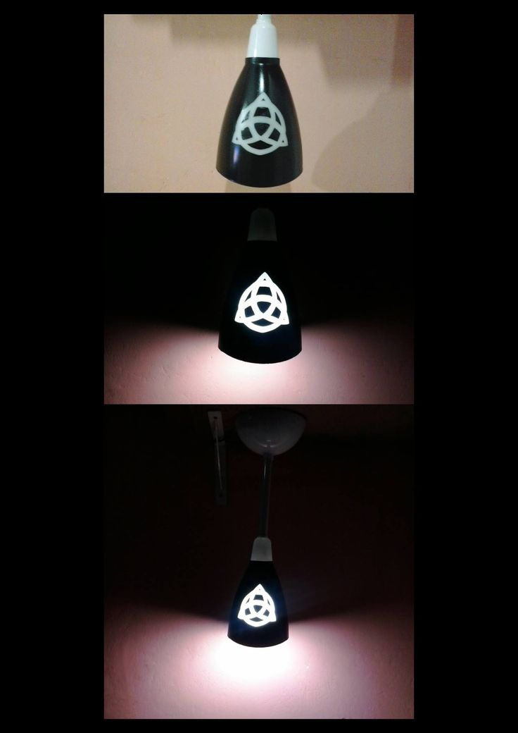 Luminária de ventilador de teto transformada em luminária de mesa, pintada toda em preto deixando apenas a parte iluminada sem pintura       para dar esse efeito