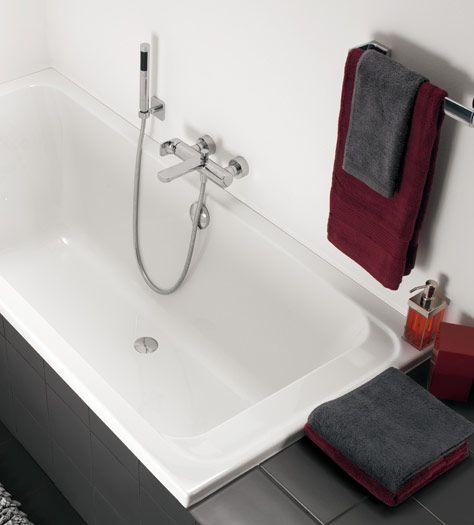 Small bathroom with a bath - Omnia architectura