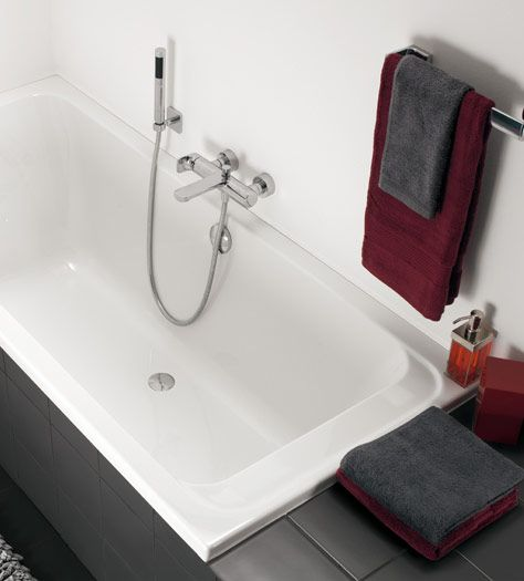 Компактная ванная комната с ванной - Omnia architectura