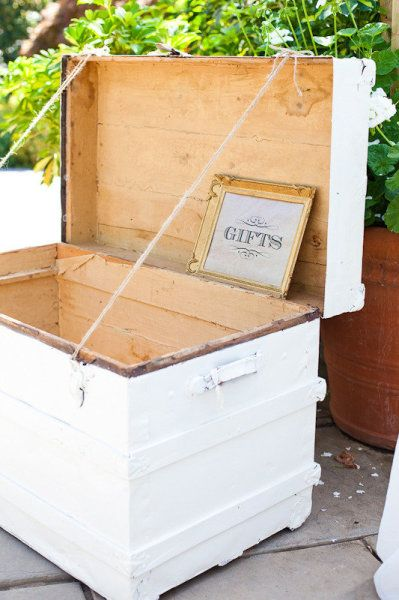 Gift Trunk instead of Table - love this!