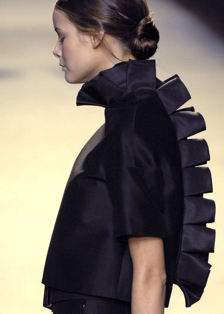 Sculptural Fashion stegosaurus style spine detail; 3D fashion structures // Giambattista Valli