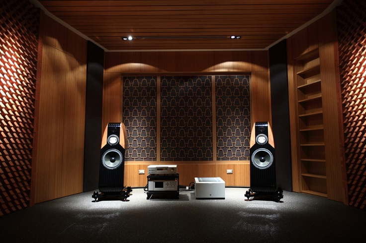 Nice audio room, and i could dance between the speakers :)