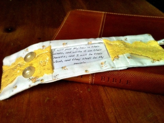 $10 Interchangeable Scripture BraceletInspiration Ideas, Gift Ideas, Cuffs Yellow, Crafty, Favorite Verses, Favorite Scriptures, View Memorize Easier, Memories Verses, Bible Crafts