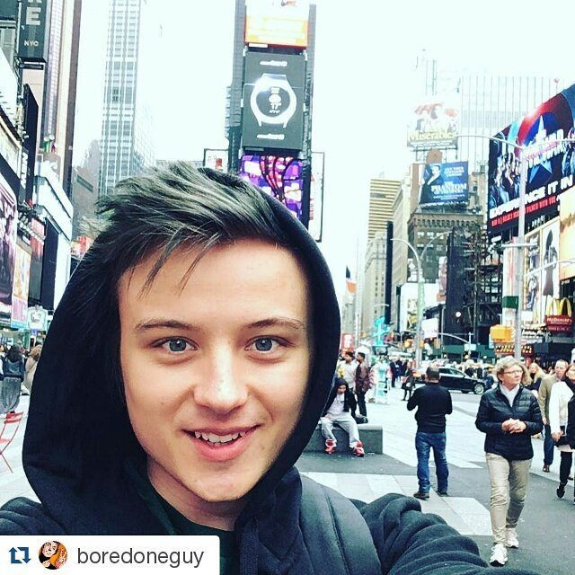 #Repost @boredoneguy with @repostapp  МАМА Я В США!!!  #ивангай #рудской #иван #eeoneguy more celebrities on http://starspages.ru