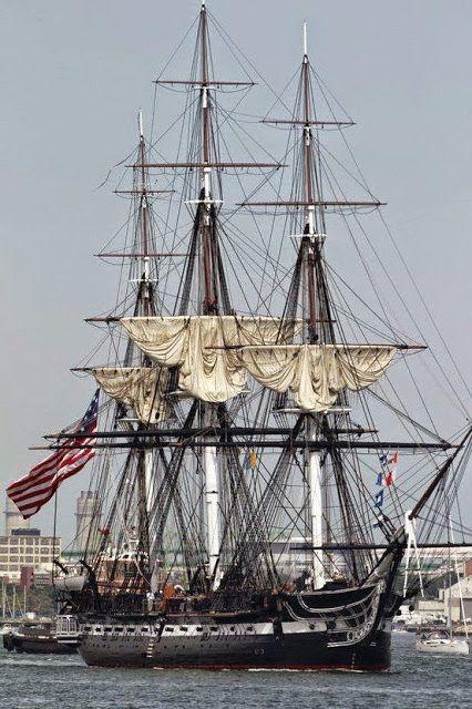 """1797 """"Navío Naval más viejo de la"""" constitución """"de USS a flote."""