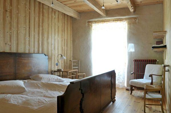 Frankrijk- Auvergne-Alta Terra,  klein hotel aan de voet van de Puy Mary. Slechts vier kamers, waarvan twee familiekamers,  en een kleine spa (met hammam, sauna en hot tub).  's avonds kun je relaxen in het mooie cafe- restaurant  voor een heerlijke biologische maaltijd.
