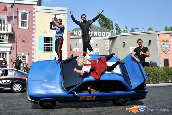 207/221   Photo du stunt show, Scuola di Polizia situé à Mirabilandia (Italie). Plus d'information sur notre site http://www.e-coasters.com !! Tous les meilleurs Parcs d'Attractions sur un seul site web !! Découvrez également nos vidéos du show à ces adresses : http://youtu.be/DB4UCC9a3J0 & http://youtu.be/4F9wptkq8Uc