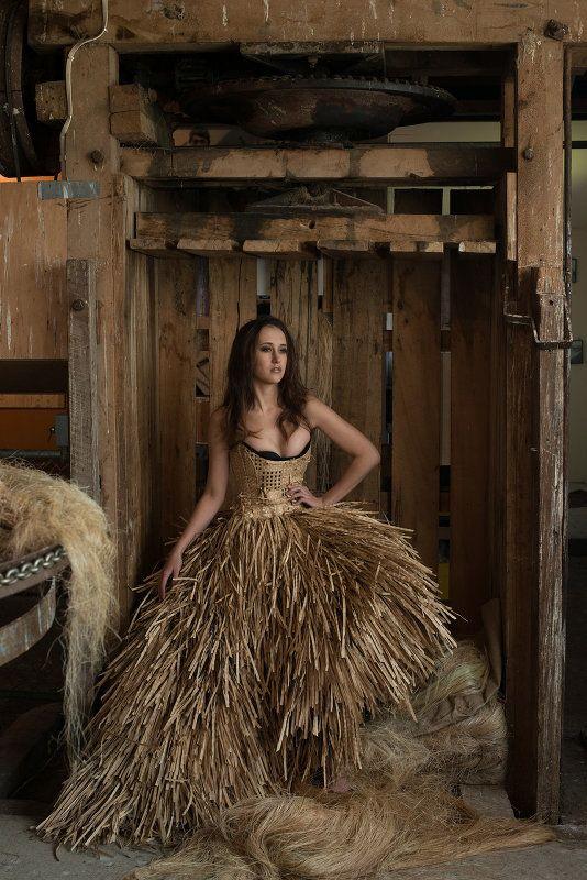 woven flax garments, Lindah Lepou (Samoan)                                                                                                                                                                                 More