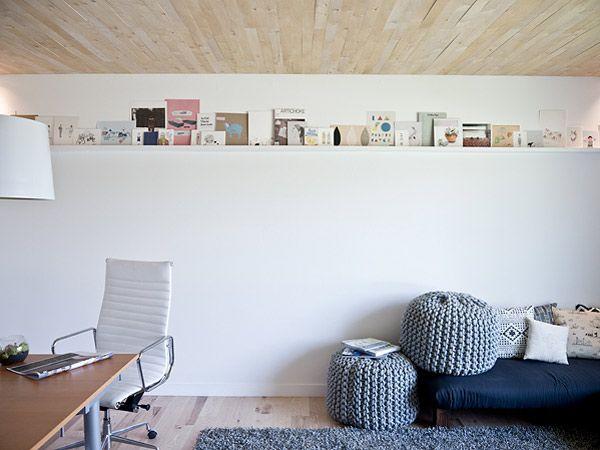 Minimal art shelfBook Display, Modern Art, Floating Shelves, Diy Art, Art Display, Wall Shelves, Wood Ceilings, Display Shelves, Home Offices
