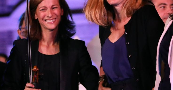 """Au top pour des """"Noces"""" spectaculaires                      Julie Gayet et Anne Gravoin collaborent ensemble. Les compagnes respectives de François Hollande et Manuel Valls sont les têtes... http://www.purepeople.com/article/julie-gayet-rayonnante-et-anne-gravoin-au-top-pour-des-noces-spectaculaires_a240151/1"""