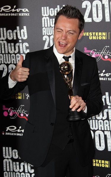 Tiziano Ferro Photos: Celebrities Pose After World Music Awards 2010