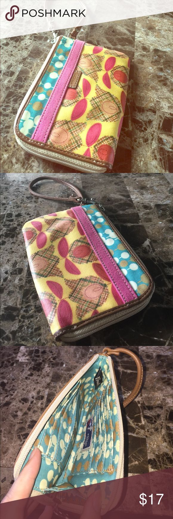 "Fossil Wristlet Grab this wristlet instead of your purse for your bare essentials and just go!! Light and springy but durable. Size is 6 1/2"" across by 4 1/2"" wide. Fossil Bags Clutches & Wristlets"