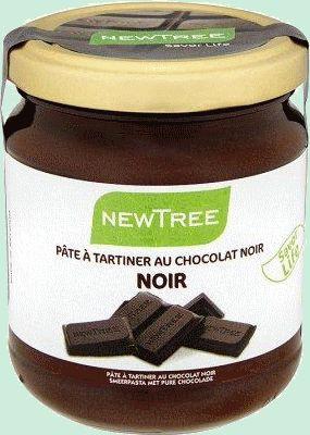 New tree pâte tartiner chocolat noir (sans huile) 250g Savourez l'onctuosité de la pâte à tartiner au chocolat noir préparée avec du chocolat biologique et des ingrédients issus du commerce équitable. Préparées sans huile, les pâtes à tartiner New Tree contiennent 70% de graisses et 40% de calories en moins qu'une pâte à tartiner traditionnelle www.chockies.net