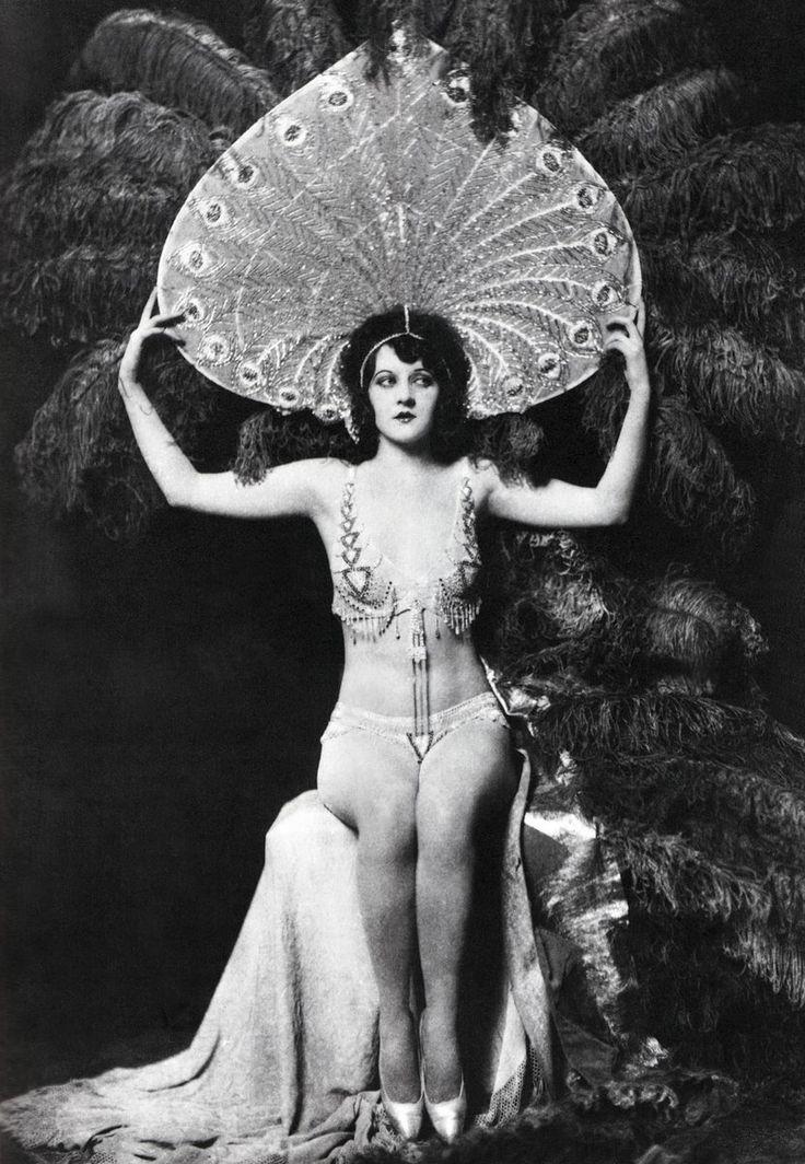 Betty Gray Ziegfeld Follies | ZIEGFELD FOLLIES y la espectacularidad en el vestuario teatral.