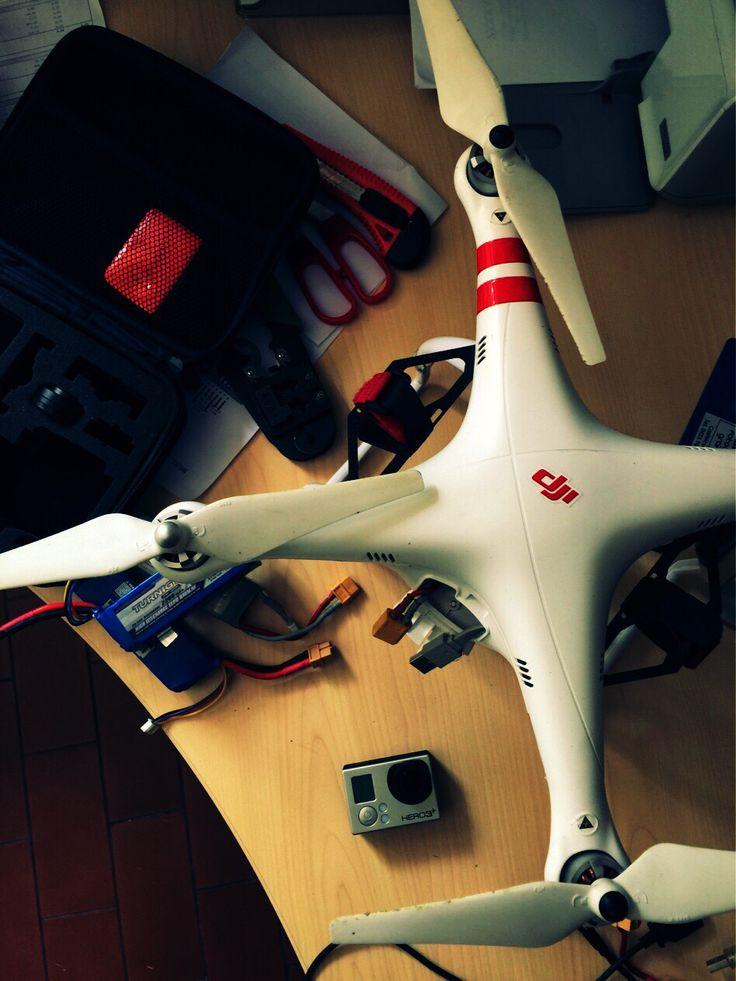 Tra le varie cose da fare oggi c'è la manutenzione al drone e un volo di test. #webkitchen #dji #fpv