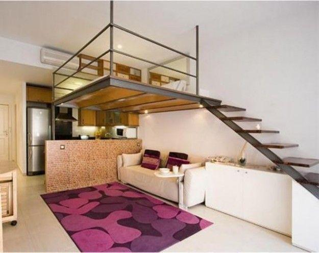 Loft arredato soppalcato - Cucina e soggiorno open space di un loft con soppalco.