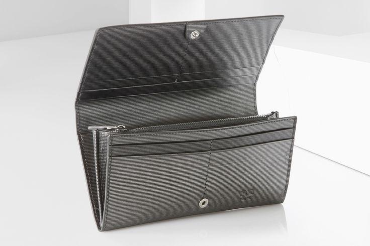Portafoglio donna Nava Design a solo 49 euro su http://selection.corriere.it/portafoglio.html