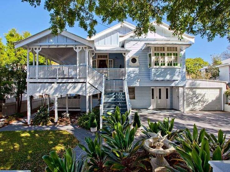 Stone queenslander house exterior with balcony & fountain