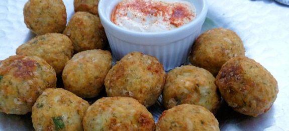Δες εδώ μια πολύ νόστιμη και ξεχωριστή συνταγή για να φτιάξεις ΡΕΒΥΘΟΚΕΦΤΕΔΕΣ ΤΗΣ ΑΡΓΥΡΩΣ ΜΠΑΡΜΠΑΡΙΓΟΥ, μόνο από την Nostimada.gr