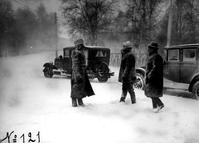 Kuvagalleria: Lumitöitä tehtiin myös vuosikymmeniä sitten Oulussa. Vanhat kuvat kertovat, millainen oli talvinen Oulu ennen vanhaan.