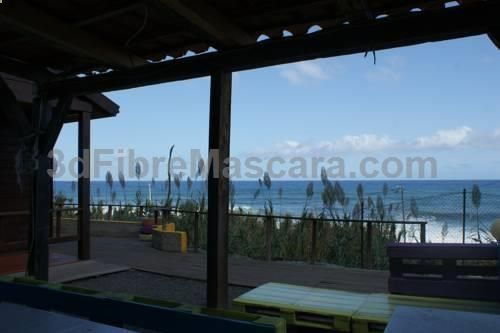 Refúgio do Calhau Sao Jorge Set in São Jorge, this holiday home is 21 km from Funchal. The unit is 12 km from São Vicente. The kitchen has an oven and a microwave, as well as a coffee machine and a kettle. A TV is offered.
