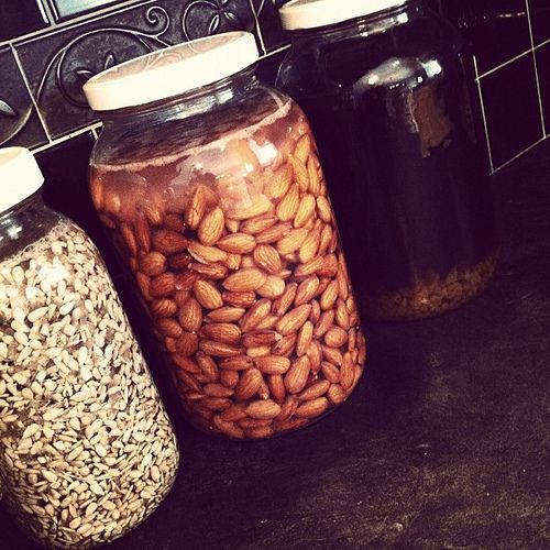 How to Properly Soak Almonds (it's better to soak almonds because raw or roasted almonds are one of the foods highest in phytic acid and may be robbing our bodies of nutrients)