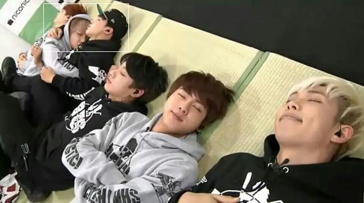 Bts sleeping awww but look at v and jimin xD