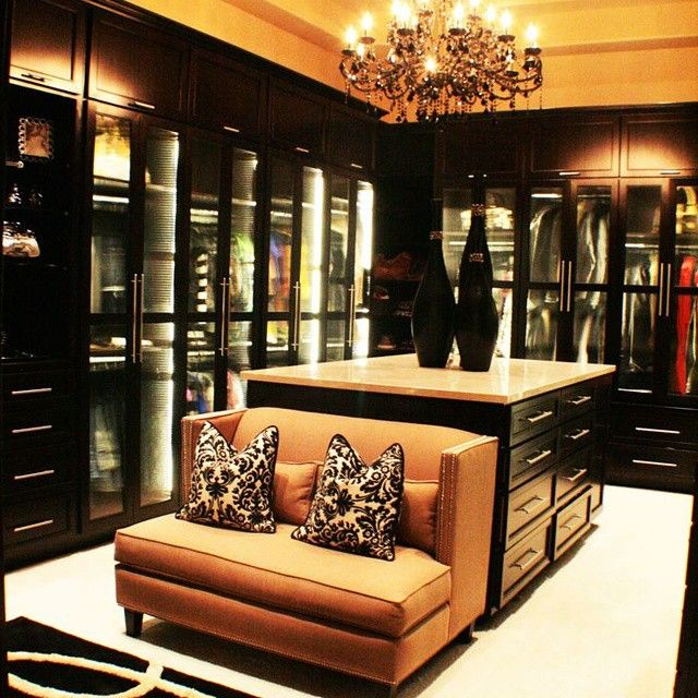 Dark toned massive closet luxurious interior design ideas for Chambre walk in
