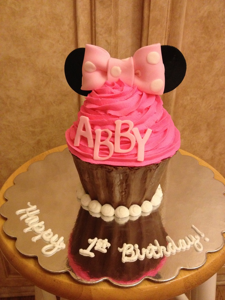 Minnie Mouse Giant Cupcake Smash Cake Birthday Party