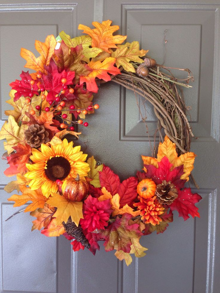 I'm not crafty, but maybe I could do this!! DIY Fall/Thanksgiving wreath
