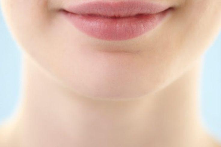 Cómo deshacerse de círculos oscuros alrededor de la boca. Los círculos oscuros alrededor de la boca pueden ser feos. Son producto de la hiperpigmentación o de tener más melanina en determinadas áreas de la piel. Hay varios factores que pueden causar la hiperpigmentación, como la exposición al sol, ...