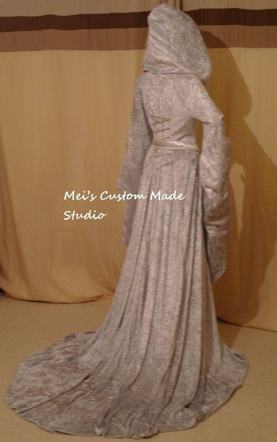 Колючая Вдова: нарядное траурное платье из булавок