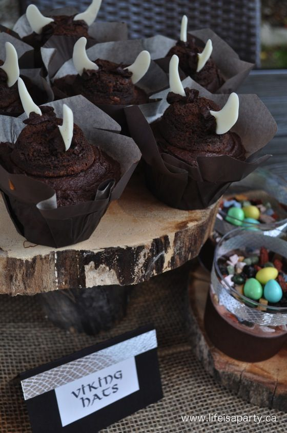 Love these Viking hat cupcakes for a How To Train Your Dragon #kidsbirthdayparty! (Plus, a #dragoncake and dragon poop treats. Ha!)