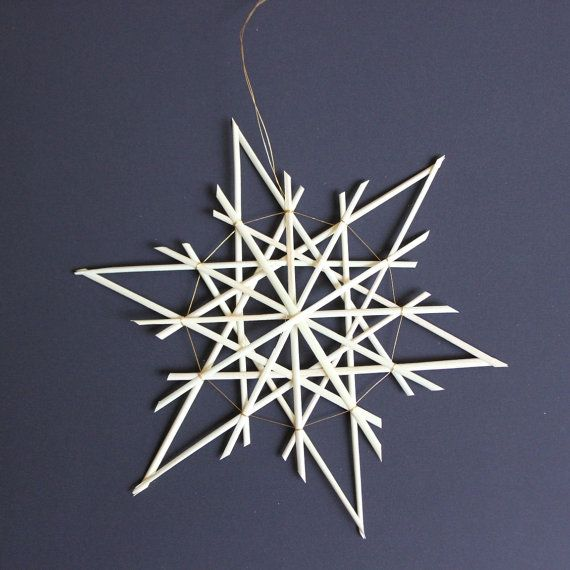 A single natural straw star to decorate for the holidays in German tradition. This delicate ornament will look great in a Christmas tree, but can also be used to decorate windows, tables, etc.    This particular straw star is approximately 21 cm/ 8.25 inches in diameter and bound with a thin red, gold, or silver (metallic) thread (please indicate your choice)    Note that each ornament is handmade and slight variations can occur in the end product.    Handmade in Kenya, ready to ship from…