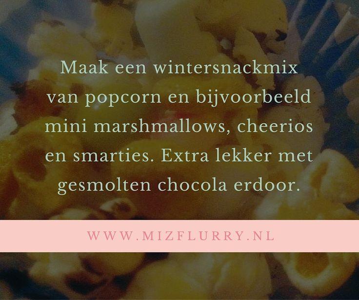 Een wintersnackmix maken is hier thuis altijd een groot succes. Wij hebben zo'n mini popcornmaker en dat vinden de kinderen natuurlijk erg leuk. De popcorn is de basis voor de mix, maar kijk voor de rest gewoon naar wat je in huis hebt; cereals en kleine snoepjes doen het allemaal erg goed. #recept #wintersnackmix #winter #snack #mix