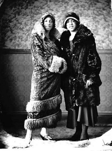 a look at the americans in the 1920s 1920s fashion was the perfect  it's said that the flapper look started when coco chanel put on a man  through the reinvention of fashion in the 1920s,.