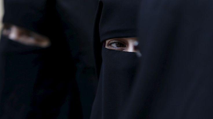 Les députés suisses ont approuvé à une courte majorité mardi l'interdition de la burqa, dans un pays où de nombreuses touristes du Moyen-Orient s'affichent complètement voilées. Après le vote favorable du Conseil national, la chambre basse du parlement,...