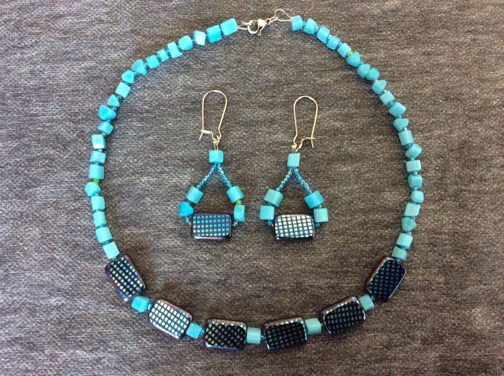 Colier la baza gâtului şi cercei din mărgele ceheşti, chipsuri ochi de pisică bleu, mărgeluţe Toho bleu şi accesorii argintii.  bijuterii.micky@gmail.com
