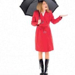 De trenchcoat is een fijne basic om veel plezier van te hebben. Juist door de felrode kleur, knalt hij er lekker uit, en straal je op een regenachtige dag!