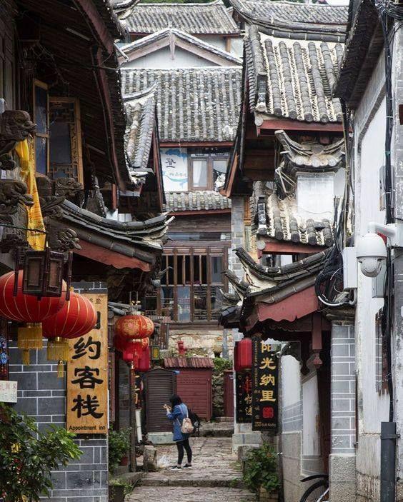 Lijiang, China..... how I long to wander the backstreets......