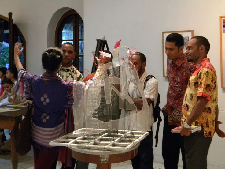 ..the Papua's friends received my explanation about the art wire titled the Instalation of Democracy..