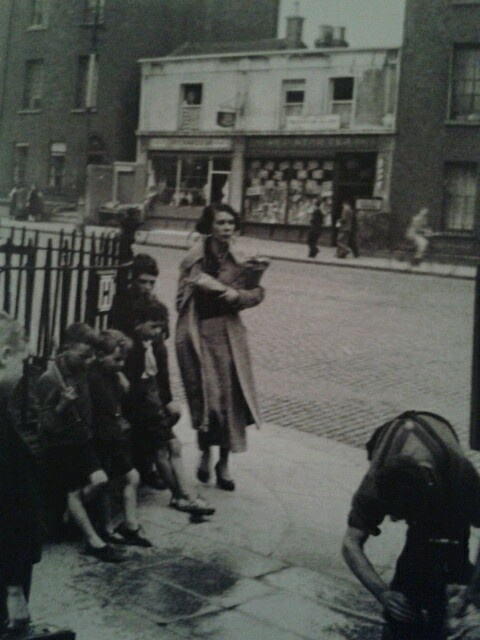 Man fixing a burst watermain, Summerhill, Dublin 1933 [Fr. Browne's Dublin]