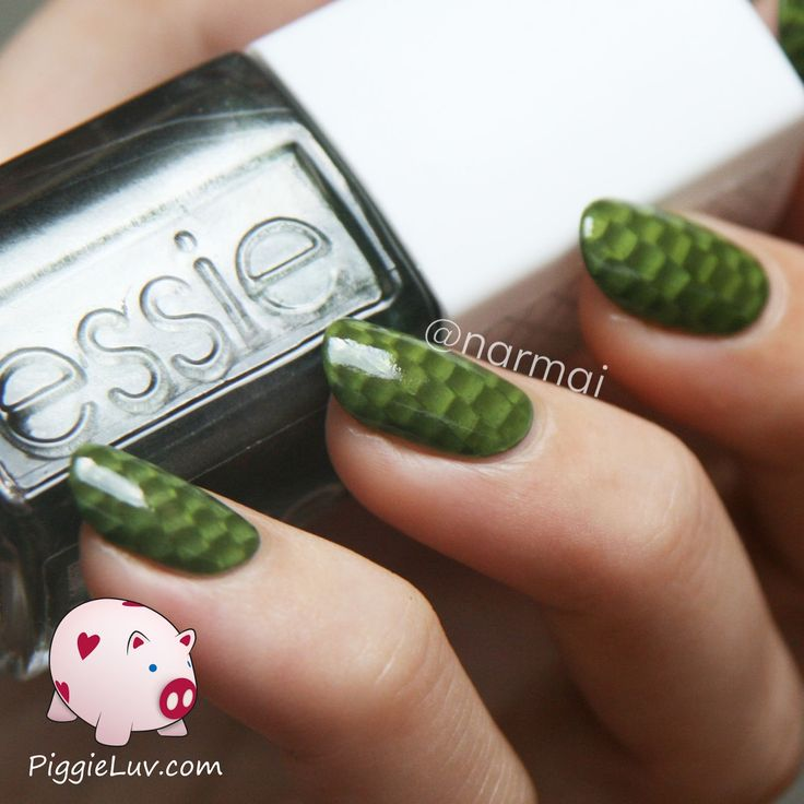 PiggieLuv: One stroke snake skin nail art with video tutorial!